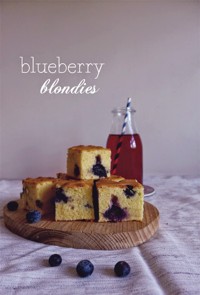 Blondies de mirtilos/ Blueberry blondies