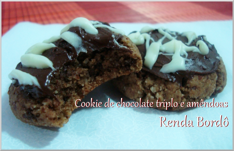 Cookie de Chocolate Triplo e Amêndoas