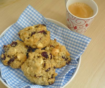 cookies de aveia, cranberries e chocolate branco