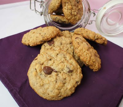 cookies de aveia, manteiga de amendoim e chocolate