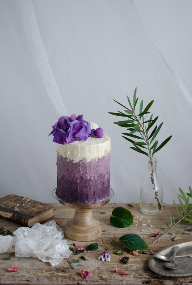 Bolo de natas e mirtilo com buttercream de lavanda // Blueberry and cream layer cake with lavender buttercream