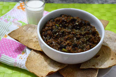 Comida mexicana: chili com carne / sour cream