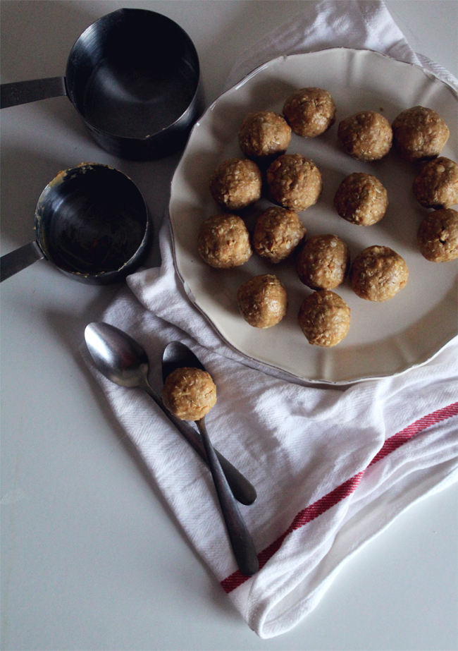 Super balls: aveia e manteiga de amendoim/ super balls: oats and peanut butter