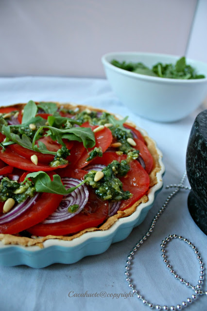 Tarte de tomate com queijo de cabra e pesto/Tomato tart with goat's cheese and pesto