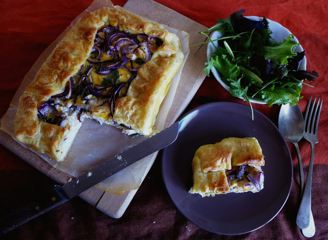 Tarte de frango e cebola roxa/Chicken and red onion pie