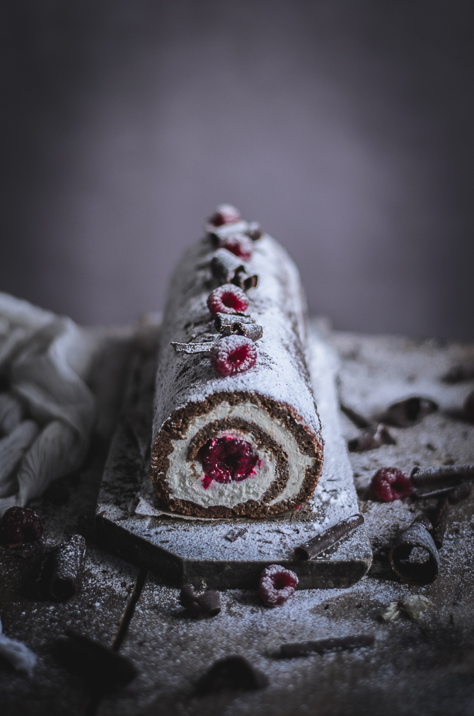 Torta de chocolate e amêndoa com mascarpone e framboesas // Almond & Chocolate roulade with mascarpone and raspberries